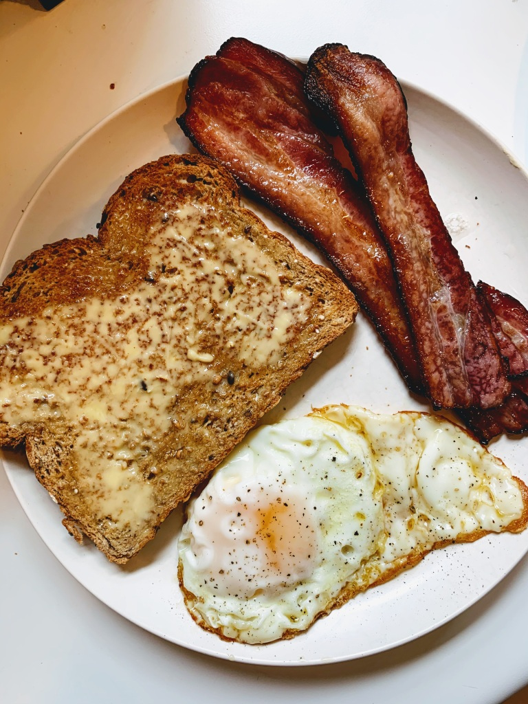 Fried egg, bacon & toast.